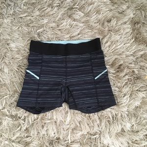 Lululemon bike shorts size 4